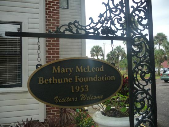 Mary Bethune Home: Front sign