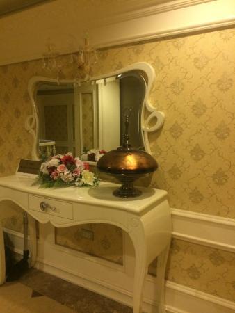 Angel Palace Hotel : Inside the hotel