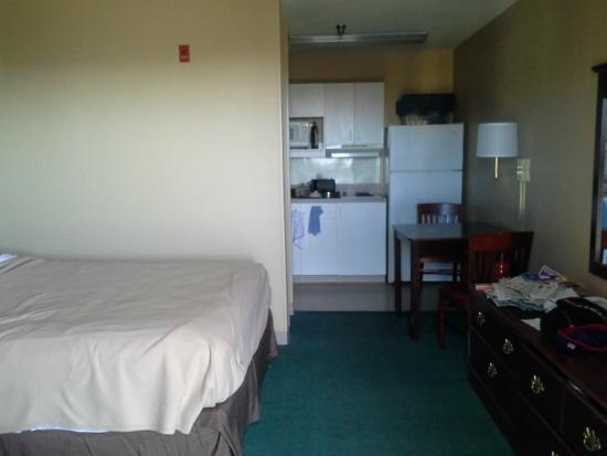 Extended Stay America - Nashville - Brentwood - South: Another view of bed.