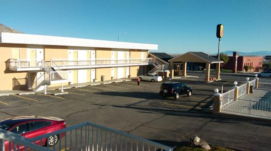 Super 8 Wendover : A view To The Rooms