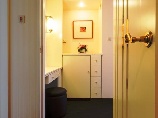 Nest Hotel Sapporo Odori: ラグジュアリーツイン◆Wien◆部屋入口◆内ドア付で、ちょっと贅沢な造り◆