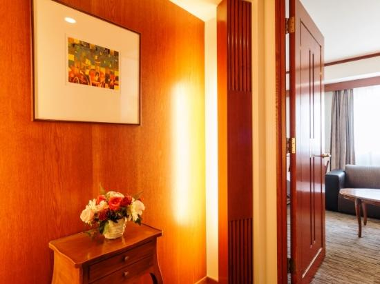 Nest Hotel Sapporo Odori: ラグジュアリーツイン◆Paris◆部屋入口◆内ドア付で、ちょっと贅沢な造り◆