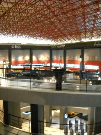 """Juan Manuel Fangio""""s Museum: salas de exhibicion"""