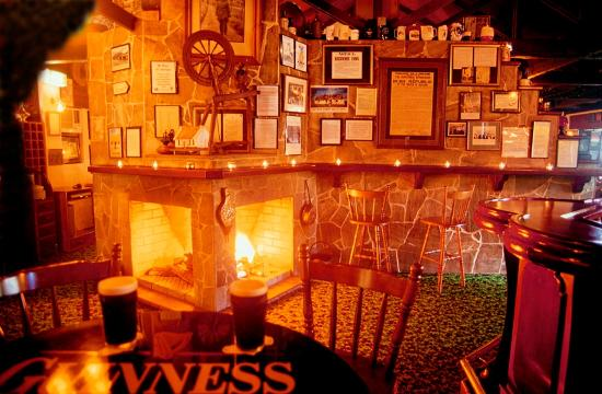 D'Arcy Arms Motel: Open fire for a winter warm up