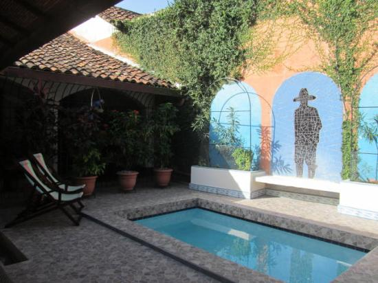 Casa Silas B & B: Poolside relaxation and peace