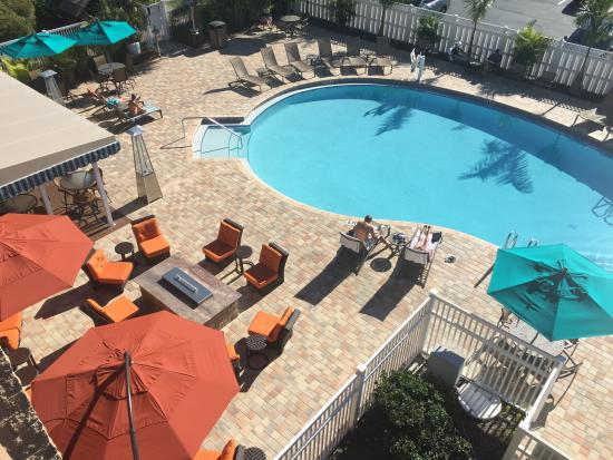 Best Western Plus Siesta Key Gateway: Pool and bar area.! Lovely and so comfy.