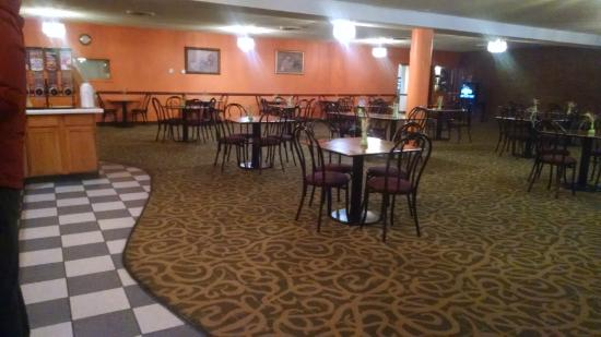 Days Inn Louisville Central University & Expo Center: nice, large breakfast area