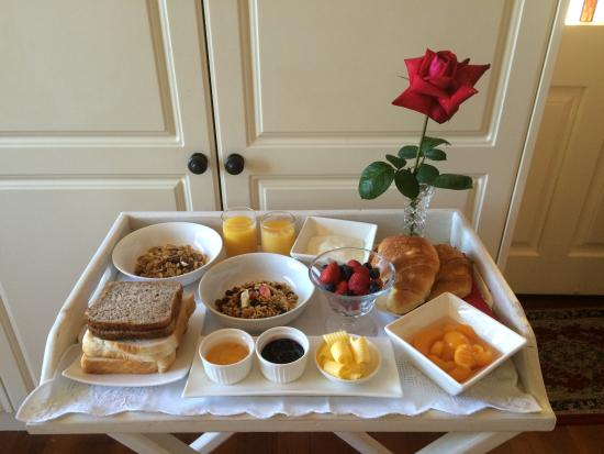 Blairgowrie House: Breakfast tray. Guests may request room service for breakfast.