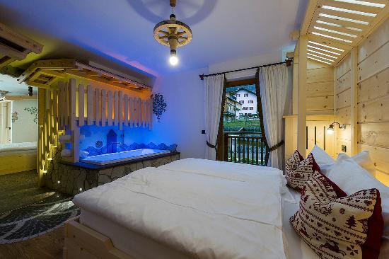 Family Hotel La Grotta: Suite Malga