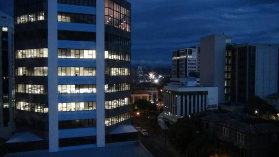 The Thorndon Hotel Wellington by Rydges: Night view from room