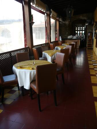 Bar y Restaurante El Arco: Die Tische