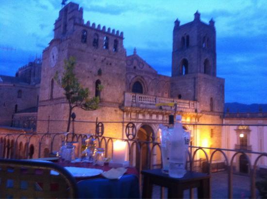 Cena In Terrazza Fotografía De Hootel Duomo Monreale
