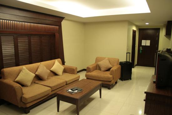 August Suites: Livingroom