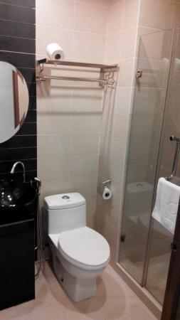 KK Suites Hotel : washroom/bathroom