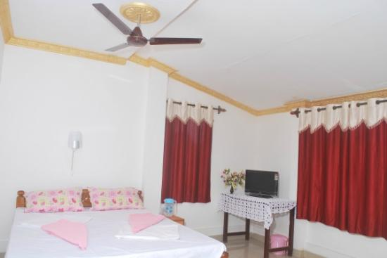 Gabriels Guest House: 2nd floor room