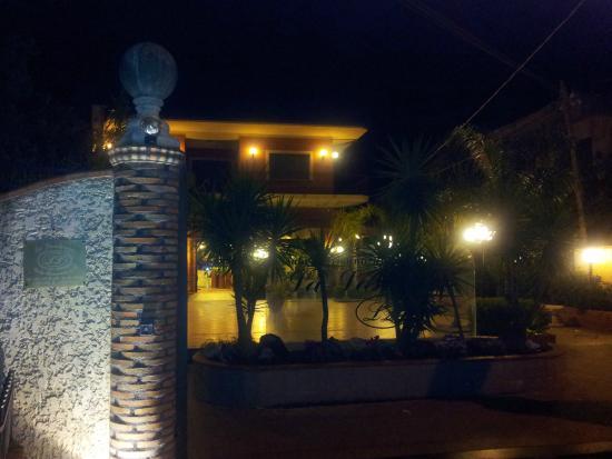 Biancavilla, Italië: L'esterno