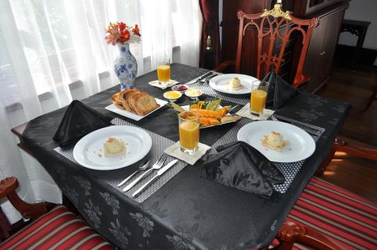 Royal Cocoon : Breakfast