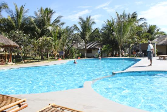 Nam Chau Resort: vue piscine