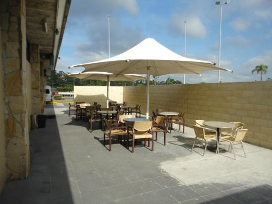 Acacia Ridge Hotel : New outside area