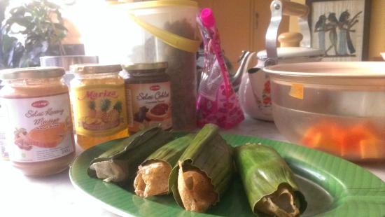 Homestay Heru : Serabi, the Javanese pancakes from Solo - a delicious addition to breakfast!