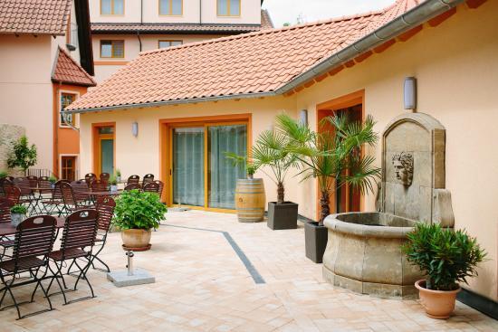 mediterraner innenhof bild von pfalzhotel asselheim