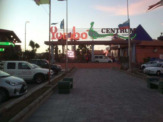 Yumbo Centrum: Entrance