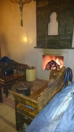 Riad Noir d'Ivoire: Open fire in the room
