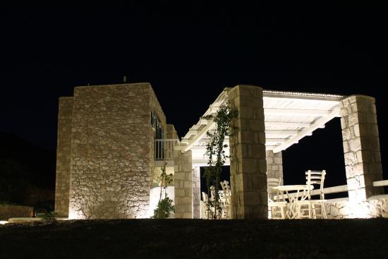 Milo Milo Suites & Family Houses: Breakfast area....night vision...