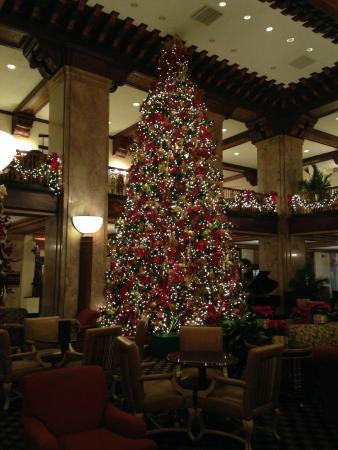 the peabody memphis lobby christmas tree