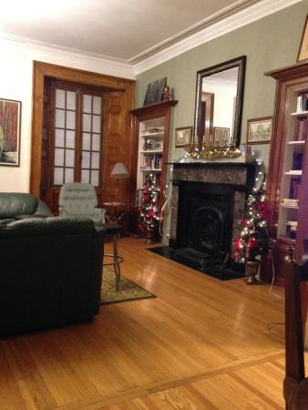 Hamilton Guesthouse: Seasonal common room