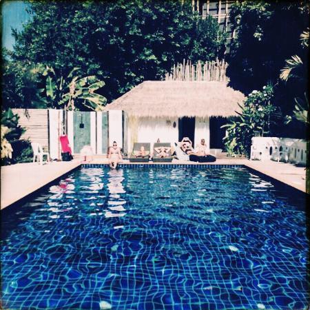 Deejai Backpackers: Pool @ Deejai garden