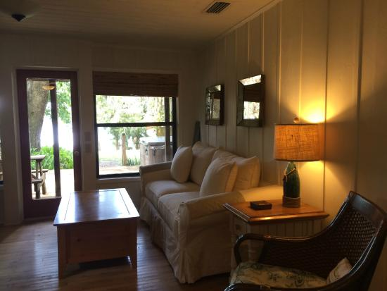 Welaka Lodge & Resort: Cottage interior