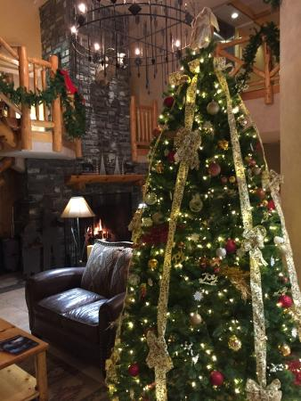 Brewster's Mountain Lodge: Christmas in the Lobby