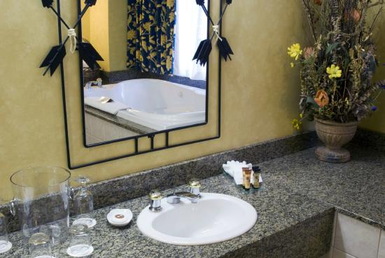 Brewster's Mountain Lodge: Boss's Suite - Brewster Suite Bathroom