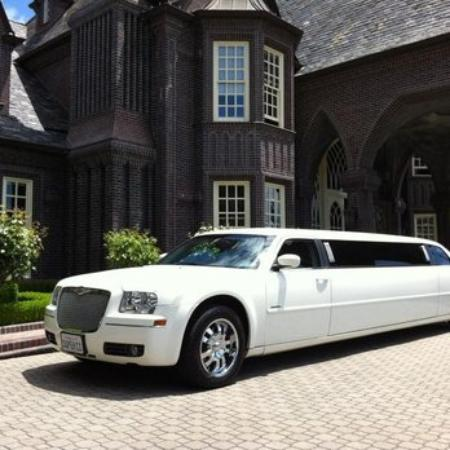 Pinole, Californien: 2010 Chrysler limo