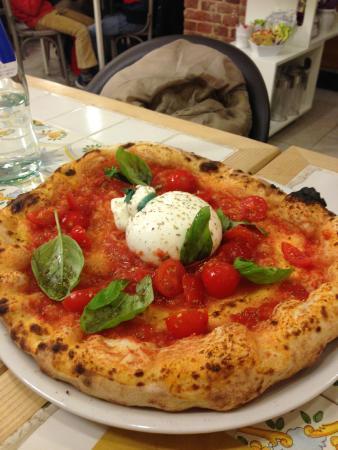 """Pizza rossa con """"burrata"""" - Foto di Cammafa, Torino - Tripadvisor"""