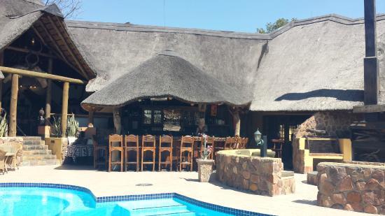 Matswani Safari Lodge: Bar / Feuerplatz