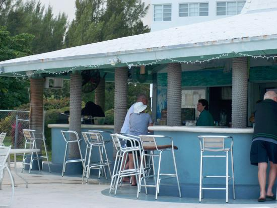 Coral Beach Hotel and Condos : restaurant/bar on site