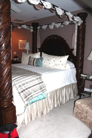 The White Doe Inn: The bed in the room called Roanok.