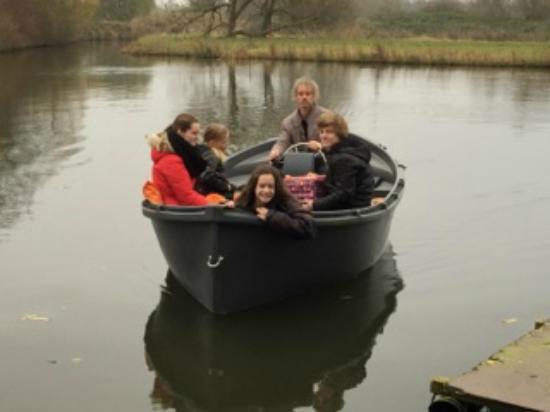 De Groote Wijzend: Eigen bootverhuur met o.a elektrisch aangedreven luxe sloep!
