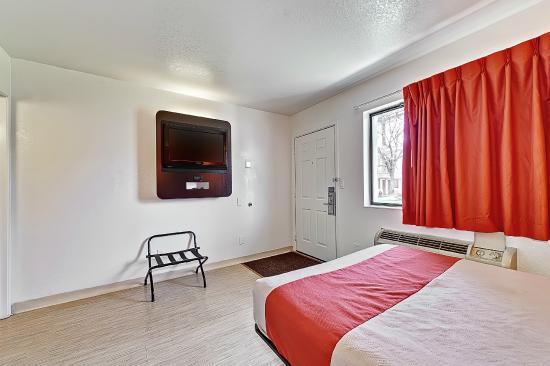 Motel 6 Chicago West - Villa Park: Guest Room