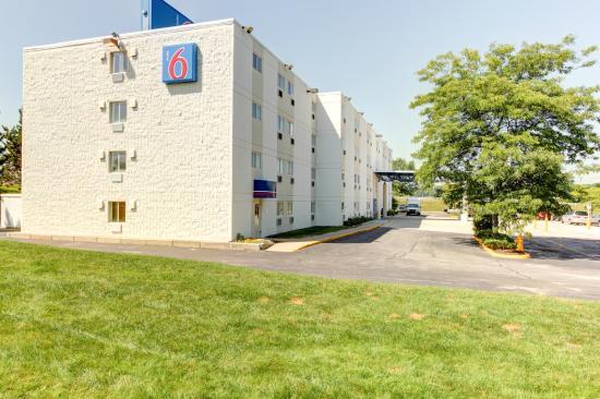 Motel 6 Portland: Exterior