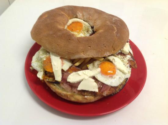 Carignano, Italy: ciambella dell`amicizia kg 1,6 di panino.
