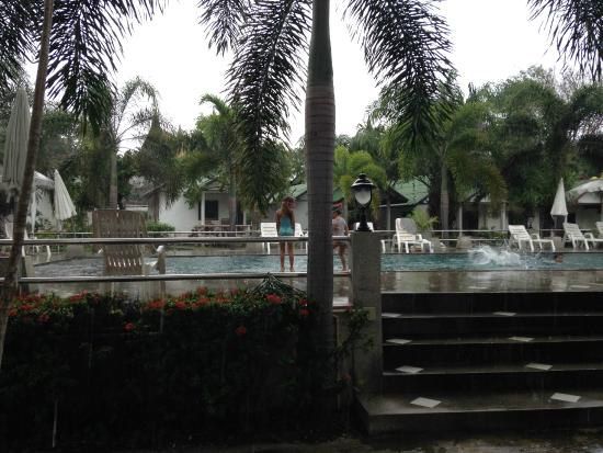 Choeng Mon Beach Hotel and Spa: The lovely pool at Cheong Mon Beach hotel