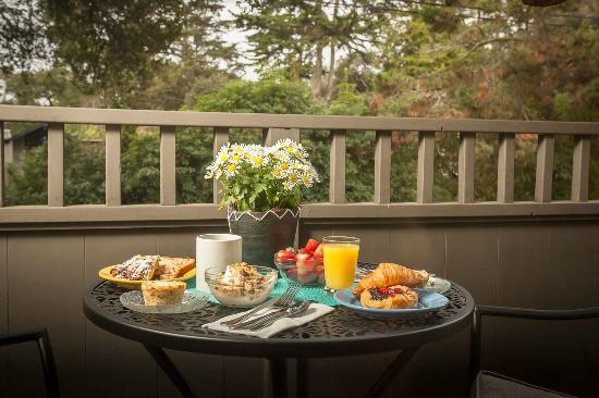 Carmel Country Inn: New Deck Off Deluxe King Suites