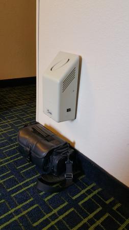 Fairfield Inn & Suites Hilton Head Island Bluffton: Air purifier thing.  Has an outlet on one side.