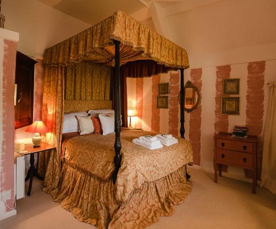 Tudor Cottage Bed & Breakfast: The Tudor Room, Tudor Cottage B & B