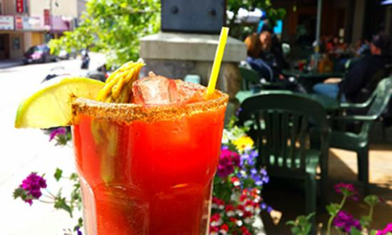 Creston Hotel: Enjoy a drink on our deck!