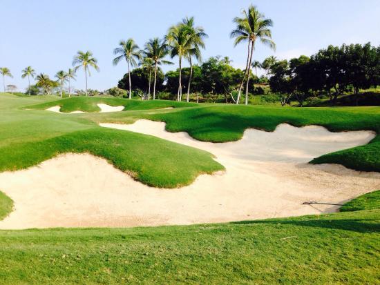 Mauna Kea Resort Golf Course: Plenty of bunkers!