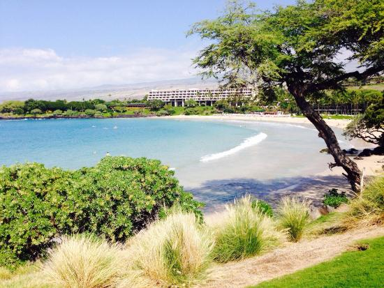 Mauna Kea Resort Golf Course: Mauna Kea beach view from the course